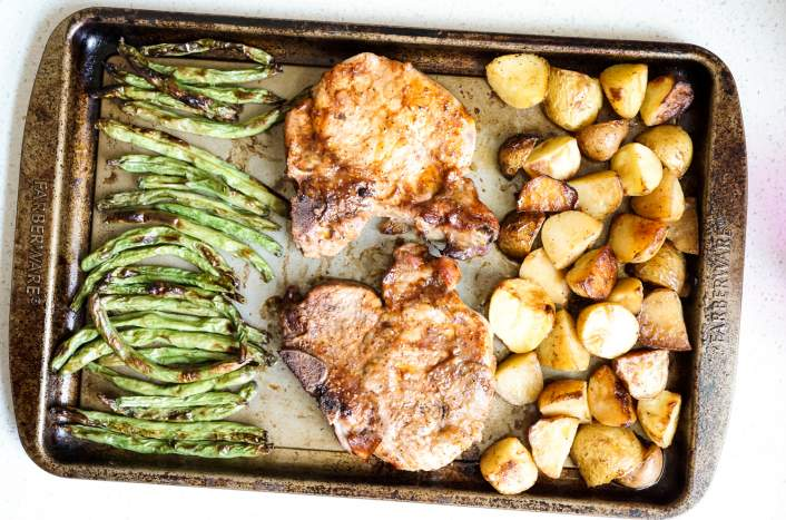 Healthy sheet pan pork with green beans and potatoes.